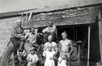 Pärekattotalkoot ja Rahkolan ensimmäinen traktori Farmal