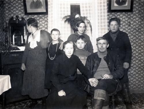 Anni ja Valtu Hartikka perheineen