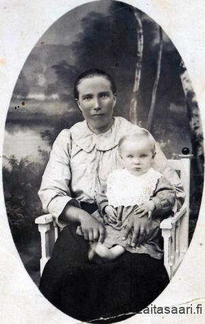 Liisa Arola lapsineen