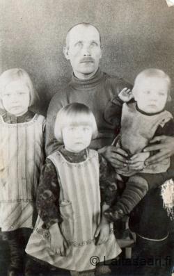 Väinö Tapio sekä lapset Lippo-Tikkasesta