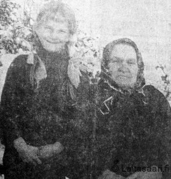 IIda Lusikkakoski tyttärentyttären kanssa