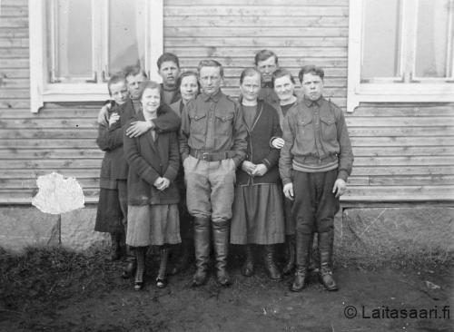 Laitasaaren nuoria 1920-luvun lopulla