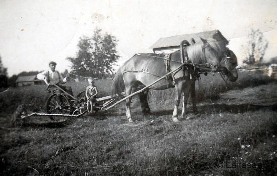 Isä Antti (s. 1902) ja poika Aarno Määttä
