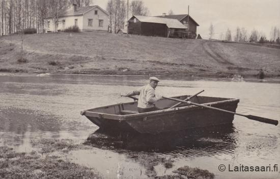 Koskenniska eli Vaara, veneessä Yrjö isäntä