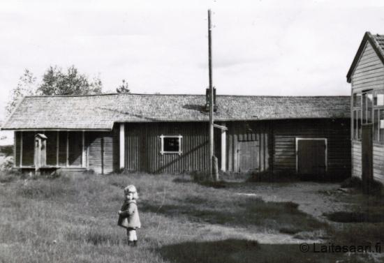 Laitasaaren koulun piha (1954)