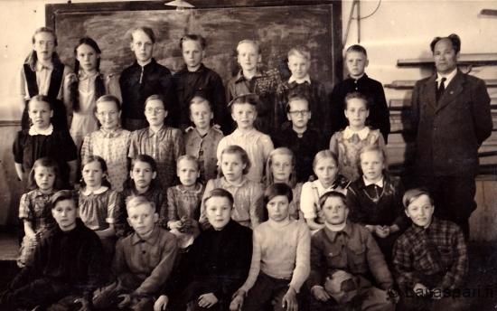 Hyrkin koulun luokkakuva 1947