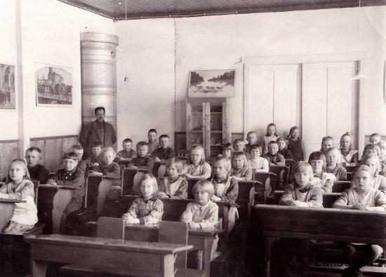 Hyrkin koulun luokkakuva 1930