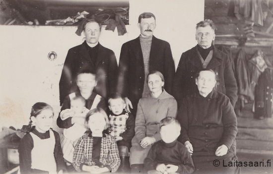 Holapat Hyrkissä kylässä 1928