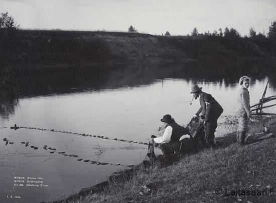 Nuotan vetoa Oulujoella (1890)