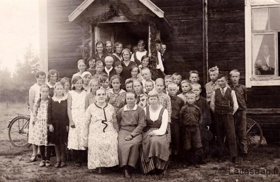 Maatalouskerholaisia Mäntyrannan koululla 1932